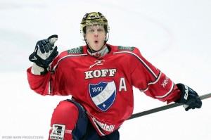 Sinebrychoff ja HIFK jatkavat pitkää yhteistyötään – kumppanuus tukee myös juniorikiekkoa