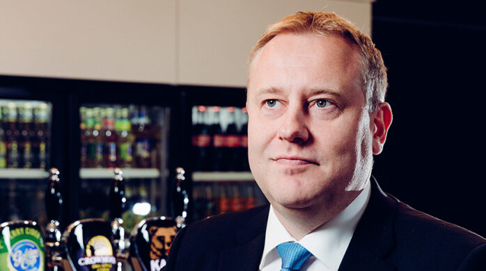 Pekka Tiainen toivoo tasavertaista verokohtelua juomaryhmille.