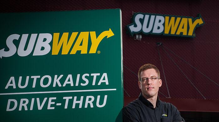 Drive in -Subway on autoilijan ohituskaista.