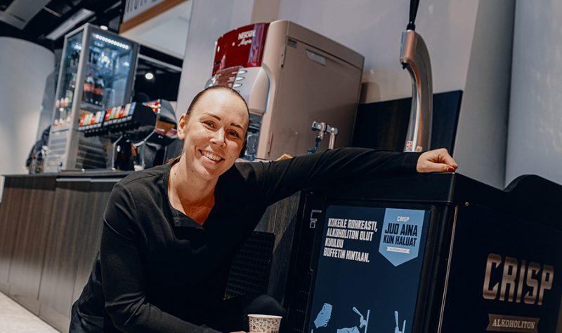 Maija Mäkirinne kävi maistamassa Crispiä REDI-kauppakeskuksen Raxissa.